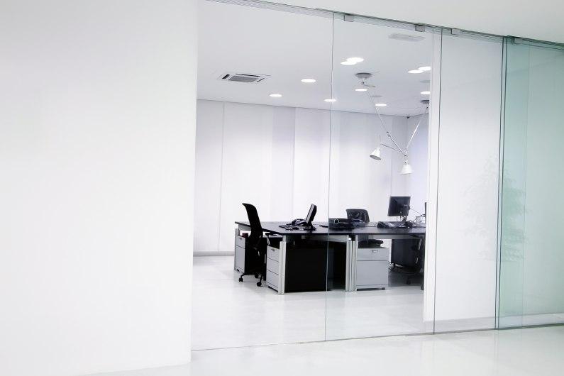 Manutenção das divisórias dos escritórios