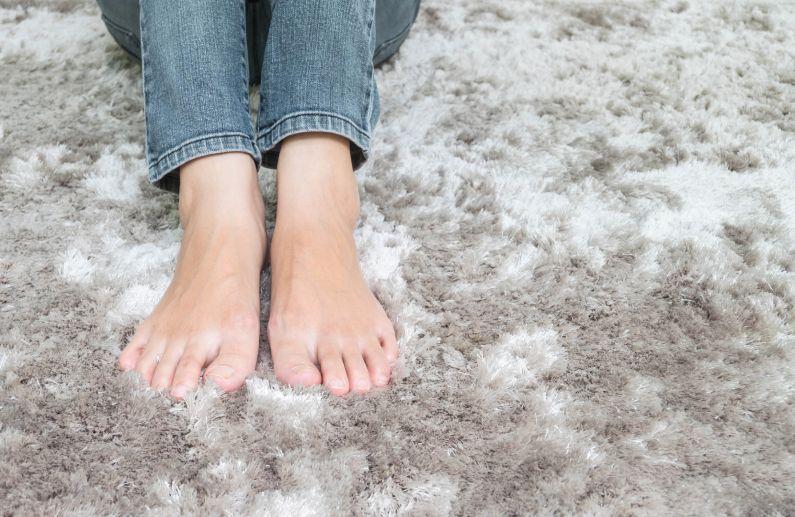 Não esconda seu carpete feio, substitua-o!